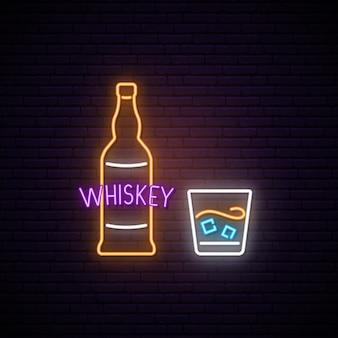 Neon whisky znak.