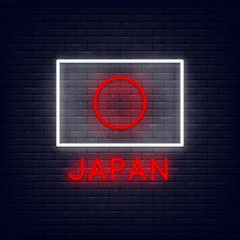 Neonowa japonia flaga przy ściana z cegieł