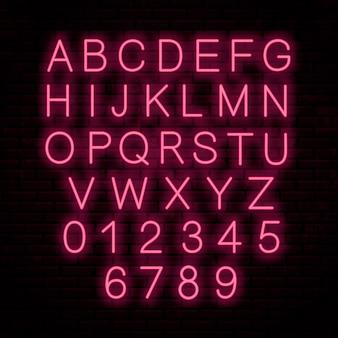 Neonowe czerwone litery na ścianie. świecąca czcionka. angielski alfabet.