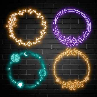 Neonowe wieńce na czarnej ceglanej ścianie