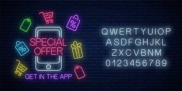 Neonowy baner reklamowy specjalnej oferty aplikacji mobilnej z alfabetem. zakupy ikony wokół telefonu komórkowego i tekstu. rabaty i wyprzedaże w aplikacji na smartfona. ilustracja wektorowa.