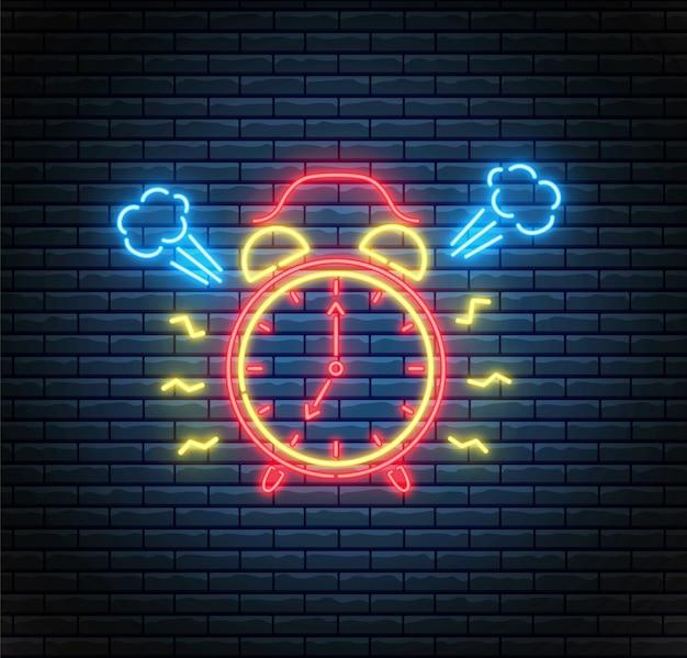 Neonowy budzik. dzwoni zegar. pojęcie czasu. zegar ledowy na ścianie z cegły. ilustracja.