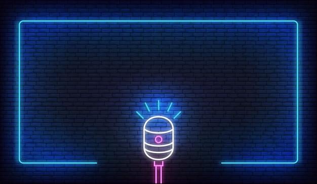 Neonowy mikrofon i ramka. szablon do podcastu, muzyki na żywo, stand up, show komediowego.