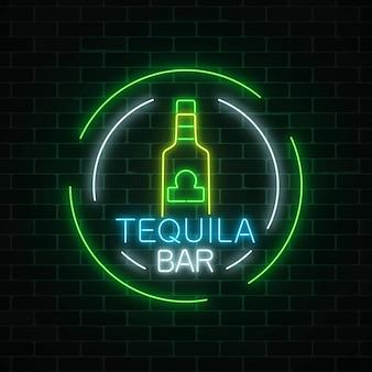 Neonowy pasek tequili w ramkach koła. meksykański alkohol pić godło pubu w stylu neon.