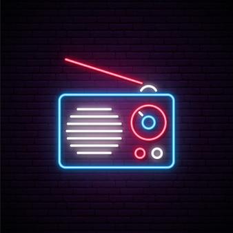 Neonowy radiowy znak.