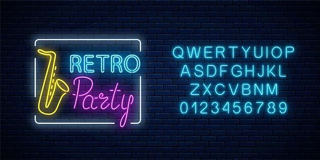 Neonowy szyld imprezy retro w barze muzycznym. świecący znak ulicy klubu nocnego z muzyką na żywo. ikona kawiarni dźwięku z alfabetu.