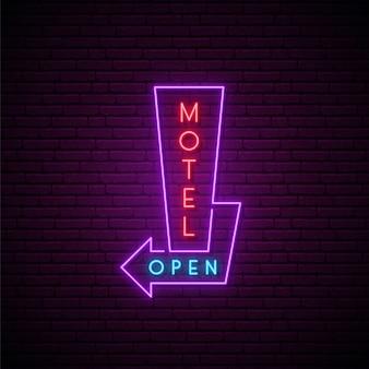Neonowy szyld motel.