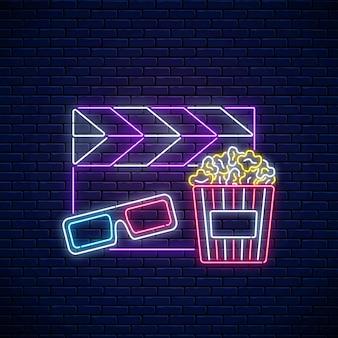 Neonowy znak nocy kina. logo neonowe kino czasu, szyld, baner z popcornem, okulary 3d i film clapperboard na tle ceglanego muru. ilustracja wektorowa