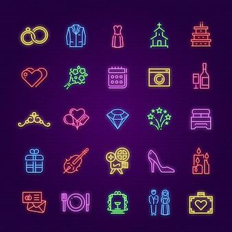 Neonowy znak ślubu. symbole blask małżeństwa strony. tort, pierścionki i but panny młodej pana młodego