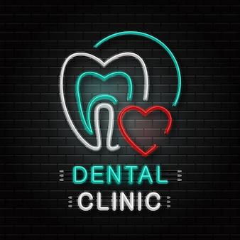 Neonowy znak zęba do dekoracji na tle ściany. realistyczne neonowe logo kliniki dentystycznej. pojęcie opieki zdrowotnej, zawodu lekarza dentysty i medycyny.