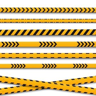 Niebezpieczeństwo. odznaka na słupie i taśmy ochronne. znak ostrzegawczy. żółty trójkąt