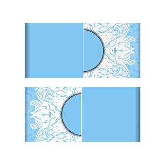 Niebieska karta kolorów z abstrakcyjnym białym wzorem za gratulacje.