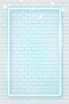 Niebieska neonowa ramka na tle ściany z cegły