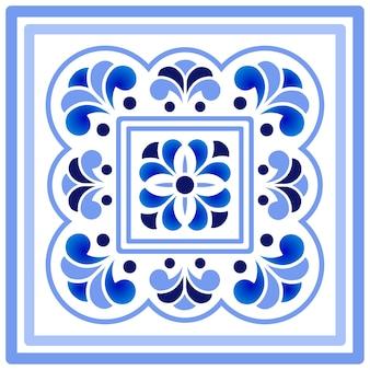 Niebieski i biały porcelanowy wzór kwiatowy