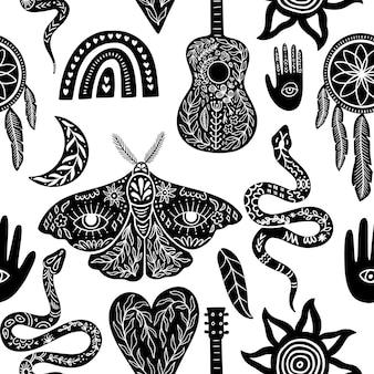 Niebieski wzór, czarno-białe symbole boho wzór. sylwetki tęczy, gitary, ćmy, ręki, węża, pióra, łapacza snów, księżyca, słońca. ilustracja wektorowa w stylu linorytu.