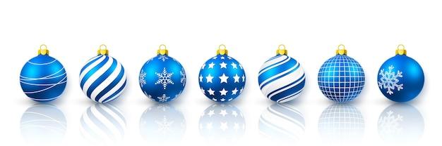 Niebieski zestaw bombek. xmas szklana kula na białym tle. szablon dekoracji wakacje.