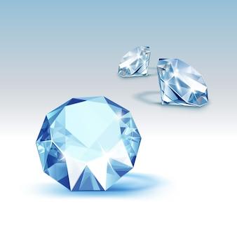 Niebieskie błyszczące jasne diamenty z bliska na białym tle na tle