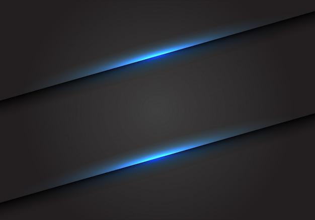 Niebieskie linie światła slash na ciemnym szarym tle pustej przestrzeni.