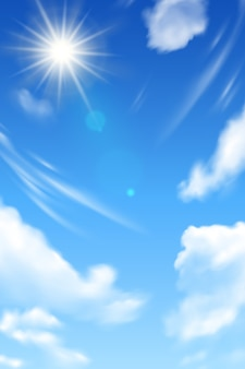 Niebieskiego nieba tło z białym słońcem i chmurami.