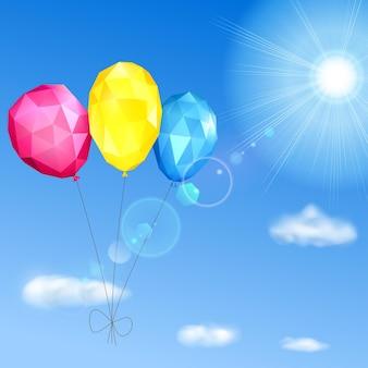 Niebo, słońce, chmury i niskie wielokątne balony z trójkątnych twarzy