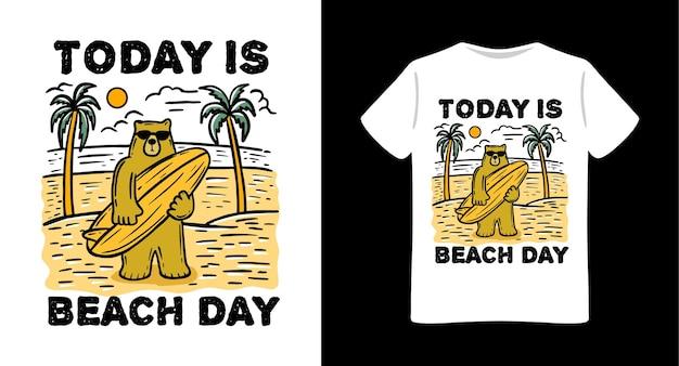 Niedźwiedź na plaży z projektem koszulki z ilustracją deski surfingowej