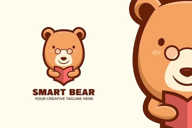 Niedźwiedź nosić okulary kreskówka maskotka szablon logo