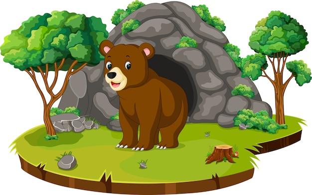 Niedźwiedź przed jaskinią