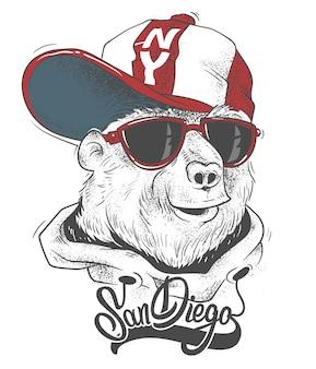 Niedźwiedź w czapce wektorowej nadrukiem na t-shirt.