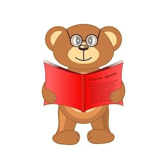 Niedźwiedź z książką w ręku na białym tle.