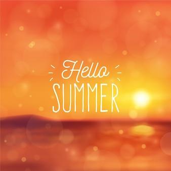 Nieostre zdjęcie z wiadomością witającą lato