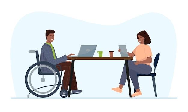 Niepełnosprawny mężczyzna na wózku inwalidzkim pracuje w biurze. zatrudnienie dla osób ze specjalnymi potrzebami.