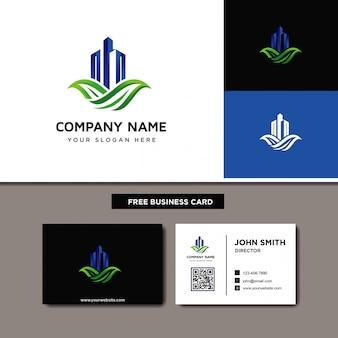 Nieruchomości logo z zielonym liściem
