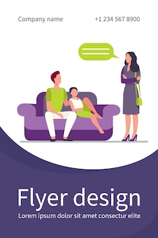 Niezadowolona kobieta rozmawia z mężem i synem na kanapie