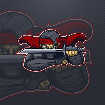 Ninja w kolorze czerwonym w logo maskotki ochronnej dla drużyny esportowej.