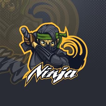 Ninja z zieloną bandanką e-sportową lub logo drużyny.