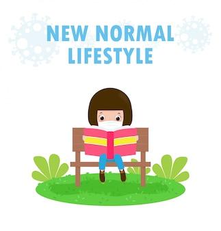 Nowa koncepcja normalnego stylu życia małe urocze dzieci noszące maskę na twarzy, siedząca na ławce i czytająca książkę na trawie pozostają w domu uczenie się dzieci chroni koronawirusa 2019 ncov covid-19 na białym tle