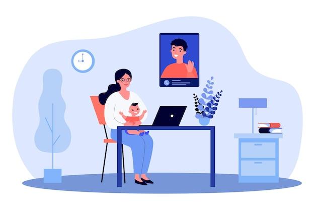 Nowa mama i dziecko rozmawiają z tatą przez połączenie wideo