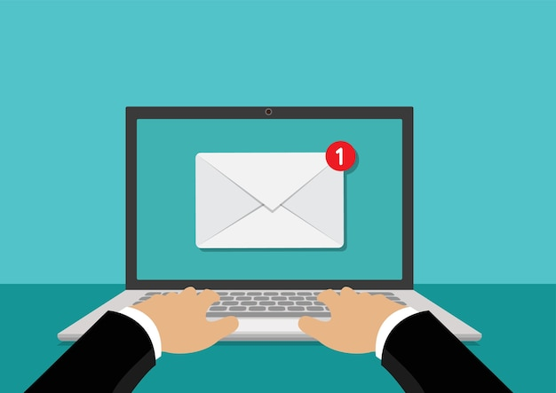 Nowa wiadomość lub e-mail w laptopie komputerowym
