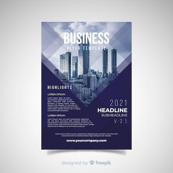Nowożytny biznesowy ulotka szablon z abstrakcjonistycznym projektem