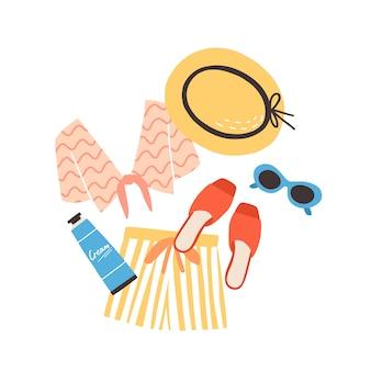 Nowoczesna kompozycja na lato z kostiumami plażowymi, okularami przeciwsłonecznymi i filtrem przeciwsłonecznym.
