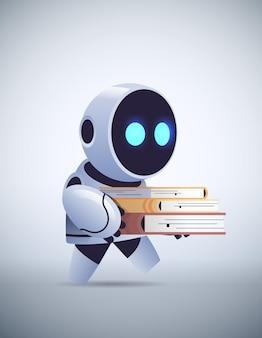 Nowoczesny robot uczeń trzymający książki online edukacja uczenie maszynowe wiedza sztuczna inteligencja