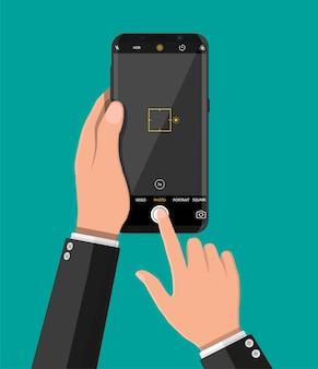 Nowoczesny smartfon z aplikacją aparatu.