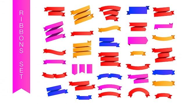 Nowoczesny zestaw wielokolorowych gradientowych różowych, czerwonych i żółtych wstążek o różnych kształtach i cieniach na białym tle