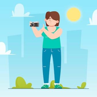 Nowożytna kobieta bierze fotografie outdoors