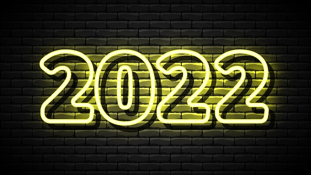 Nowy rok świecący żółty neon szyld na ścianie z cegły.