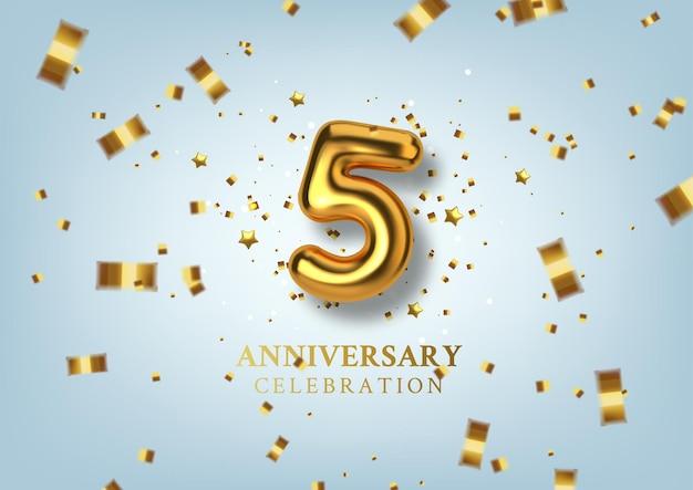 Obchody 5-lecia numer w postaci złotych balonów.