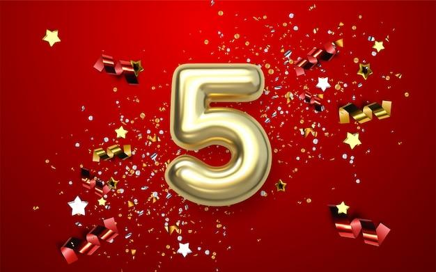 Obchody 5. rocznicy. złota liczba z błyszczącymi konfetti, gwiazdkami, brokatami i wstążkami.
