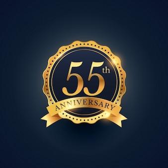 Obchody 55 rocznicy etykieta odznaka w złotym kolorze
