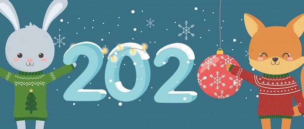 Obchody szczęśliwego nowego roku 2020 ładny lis królika z brzydkim swetrem świeci piłka śnieg