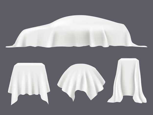 Obiekt pokryty jedwabiem. obrusy z satynowej tkaniny odsłaniają zasłony podium pokryte realistycznym szablonem. ilustracja obiektu okładki tkaniny, niespodzianka prezentacji